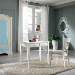 Malý bílý psací stůl