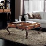 Zdobený konferenční stolek