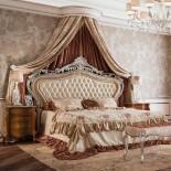 Zdobená postel s čalouněním