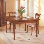 Dřevěný rozkládací jídelní stůl