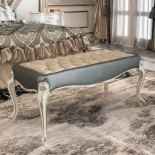 Luxusní čalouněný taburet