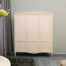 Elegantní třídveřová šatní skříň
