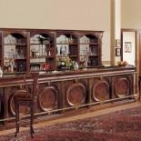 Masivní dřevěný bar se zrcadlem